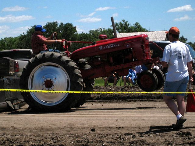 Antique tractor pull big lick