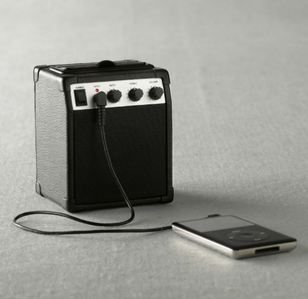 Ampli pour MP3Iphone Cases, Amp Speakers, Gadgets, Skinny Jeans, Mp3 Amplifier, Amplifier Players, Products, Jeans Iphone, Design