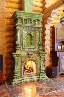 Изразцовый камин Троицк в русском стиле в деревянном доме