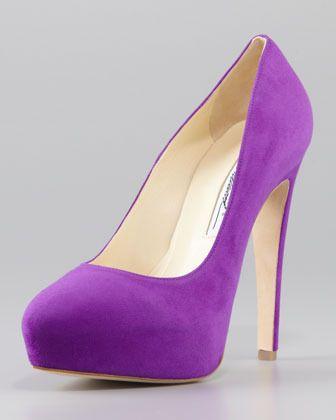 €880, Escarpins violets Brian Atwood. De Neiman Marcus. Cliquez ici pour plus d'informations: https://lookastic.com/women/shop_items/4125/redirect