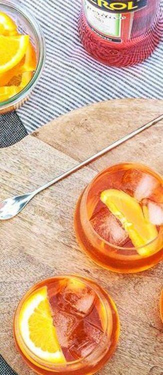 Le cocktail Aperol Spritz ; un savoureux mélange vénitien de gourmandises et de…