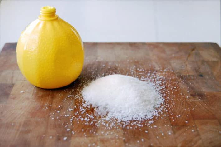 CLEANING TIPS: HOW TO DE-GROSS YOUR CUTTING BOARD.
