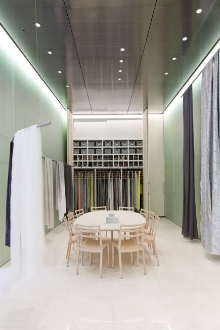 Kinnasand presented its current collection FACES with floating textiles in its showroom at Corso Monforte in Milan