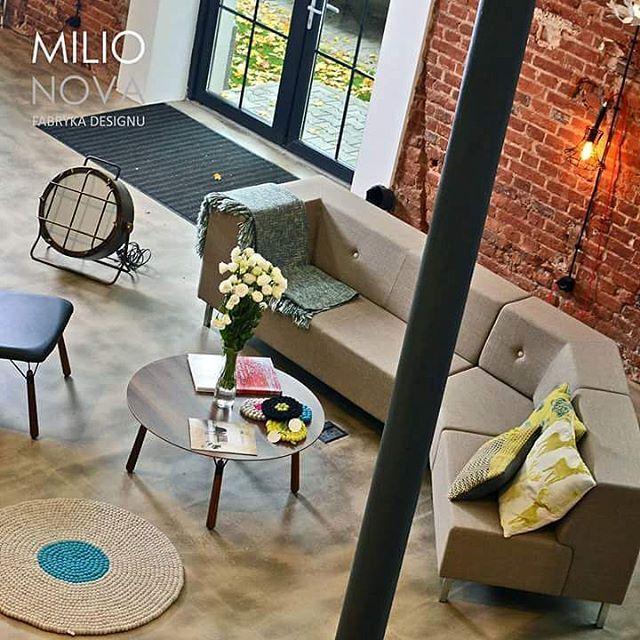Za oknem #jesień  już, a #milionova kwitnie biało ... #design #designwłodzi #lodzdesign #meble #lampy #światło #dywany #akcesoria #lodz #lodzyoulove #milionovafabrykadesignu #loft #fabryka