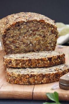 Az utóbbi idők legjobb kenyérreceptje ez, a rengeteg ropogós maggal, mély, pirult ízzel. Lazán eláll napokig, csak érnek az a...