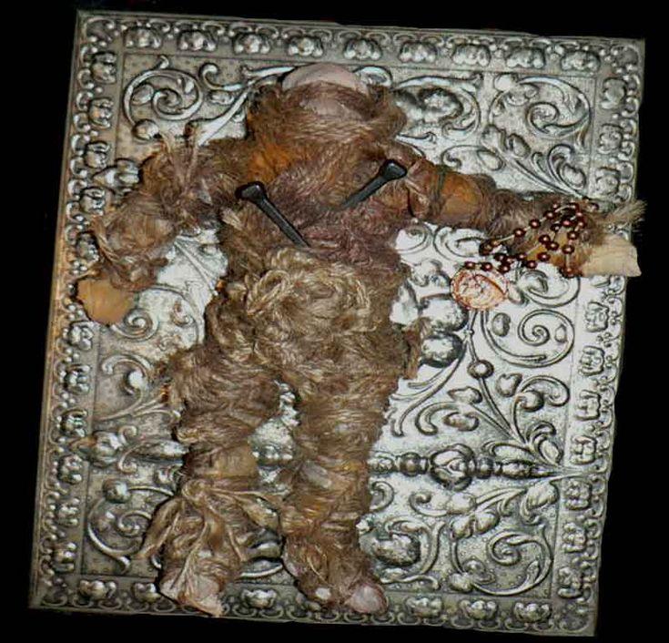 Nel 2004 una donna ha comprato su E-bay una bambola vudù posseduta. Questa è la storia di cosa è successo una volta che ha ricevuto la bambola.