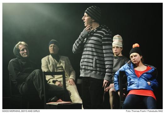 Jörg Schulze (Amok – eine allegorische Figur), Till Schmidt (Vater), Gabriel Kemmether (Cold/Jens), Katharina Voß (Mutter), Julia Apfelthaler (Susanne)