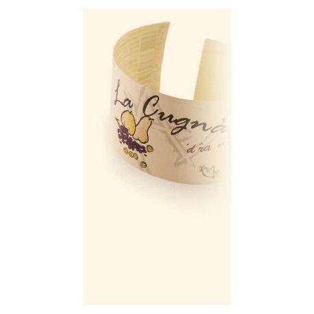 """La Cugnà è un prodotto esclusivo della viticoltura piemontese, un piccolo piacere per intenditori che viene confezionato in barattolo e non in bottiglia , ma nell'uva ha la sua origine e la sua ragione d'essere. Si potrebbe definire semplicemente una marmellata d'uva, se non fosse per l'antica ricetta originale, che prescrive anche la presenza di nocciole, le vere nocciole di Langa, e di frutti di stagione tipici della zona: le pere """"madernassa"""", le mele """"cotogne""""."""