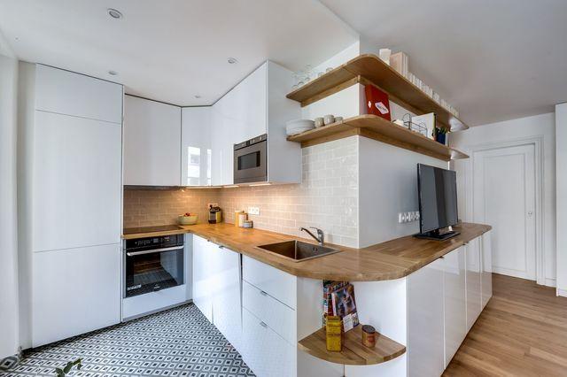 Le bois comme fil conducteur dans la pièce à vivre de ce 50 m2 revu par Carla Lopez et Margaux Meza, de Transition Interior Design.