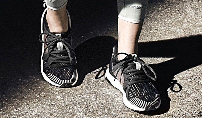 アディダスのウィメンズのランニングシューズ「ultra boost by Stella McCartney」|adidas