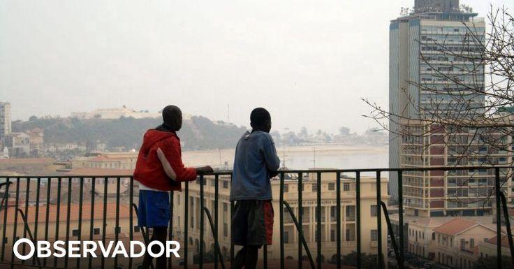 """Grupo de estudantes de Luanda anunciou marcha, na sexta-feira, contra a """"gasosa"""" escolar, denunciando """"cobranças ilegais"""" nas escolas durante as matrículas. E pedindo """"punição aos infratores"""". http://observador.pt/2018/01/23/estudantes-de-luanda-vao-marchar-contra-a-gasosa-cobrancas-ilegais-na-escola/"""