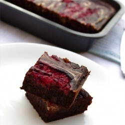 Healthy and delicious black bean brownies that honestly taste like fudge!