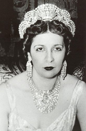 This impressive art deco tiara belonged to Queen Nazli Sabri of Egypt when she was the second wife of King Fuad; she wore it to her coronation in 1919
