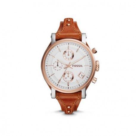 Reloj Fossil de estilo Boyfriend. Este reloj de Fossil tiene la caja de acero con el bisel bañado en oro rosa. La correa es de piel de color marrón. Este reloj tiene un diseño con una caja grande y la correa más fina que lo estiliza y lo hace mucho más bonito.