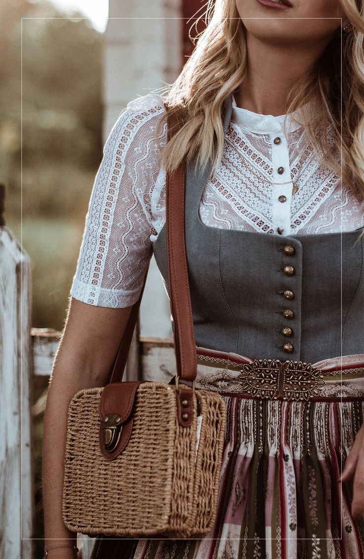 Wunderschöne Knöpf-Bluse aus Spitze | Dirndl – PlusPerfekt Magazine