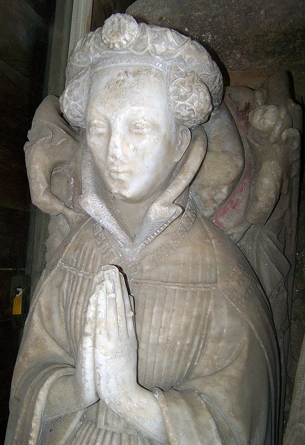 Lady Elizabeth, Oxfordshire North Leigh by jmc4 - Church Explorer, via Flickr  Cloak clasps and another livery collar. and that padded roll