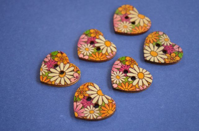 Wooden Heart Buttons Floral Retro Daisy 6pk 25x22mm (H13) £3.00