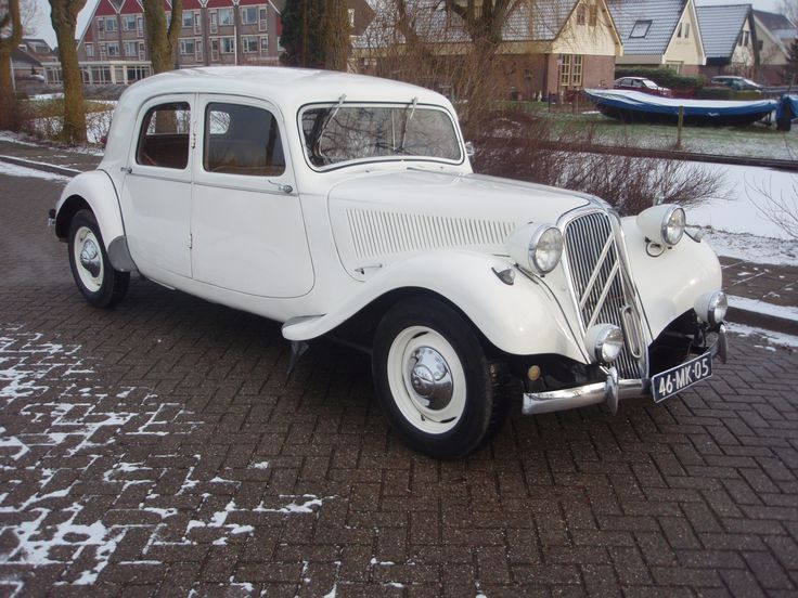 Citroën Traction Avant  1952 ✏✏✏✏✏✏✏✏✏✏✏✏✏✏✏✏ IDEE CADEAU / CUTE GIFT IDEA  ☞ http://gabyfeeriefr.tumblr.com/archive ✏✏✏✏✏✏✏✏✏✏✏✏✏✏✏✏