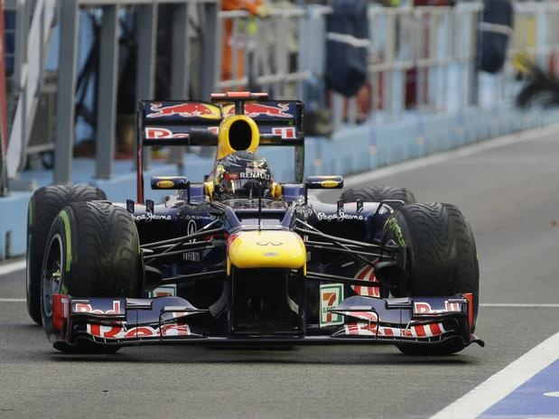 Em busca de uma reação na temporada para voltar a brigar pelo título do Mundial de Pilotos da Fórmula 1, Sebastian Vettel começou bem sua exibição no Grande Prêmio de Cingapura ao liderar o primeiro treino livre no país   Foto: AP