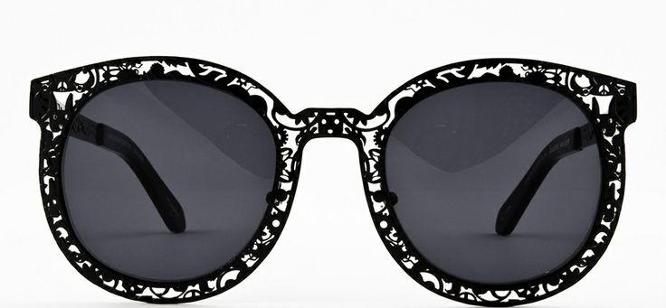 #loveyewear #karenwalker http://www.loveyewear.se/solglasogon/karen-walker-kw-super-duper-critter-black-svart/