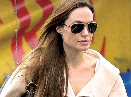 Tr 200 S Jolie It S Aviators Again For Oscar Winning Actress