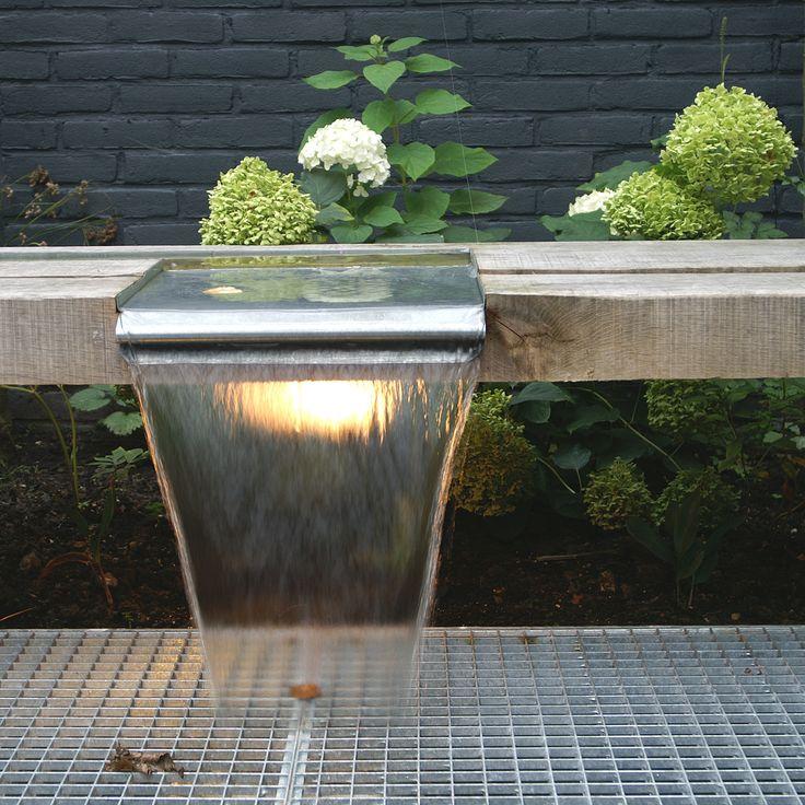Stadstuin | Wateroverloop in eikenbank met zinken watergoot