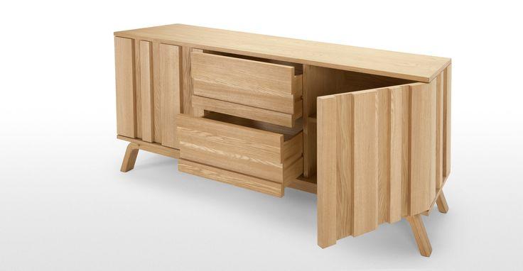 La collezione Luka è dotata di una gamma di arredi molto ampia, dai tavolini alle cassettiere ai mobili per camera da letto e soggiorno.