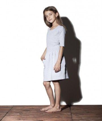 Sukienka z cienkiej dzianiny - Blueberry Sukienki dla dziewczynek dostępne na: http://bozzolo.pl/dziecko/sukienki-dresowe-dla-dziewczynek.html