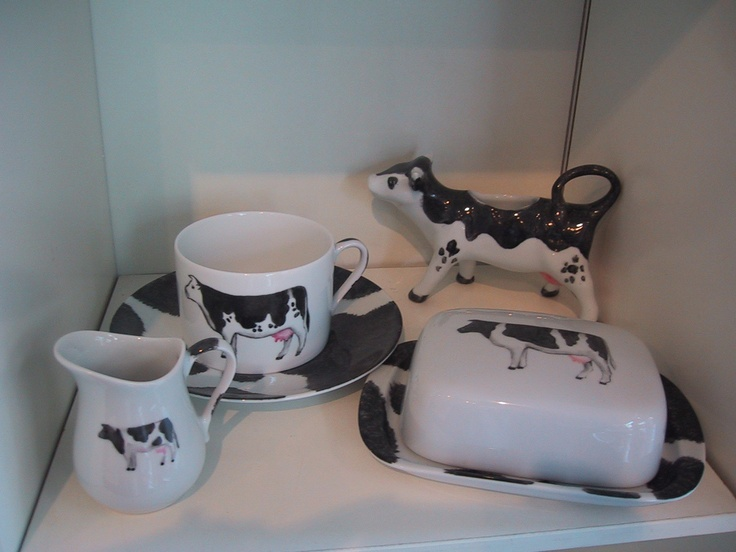 cream pot with cow shape, beakfest set, hand painted.