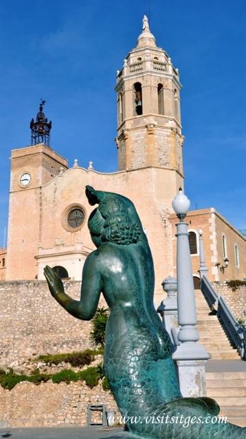 "La Punta's bronze mermaid statue titled ""Sirena de Pere Jou"" by Catalan artist Pere Jou ~ sitges, Cataluña"