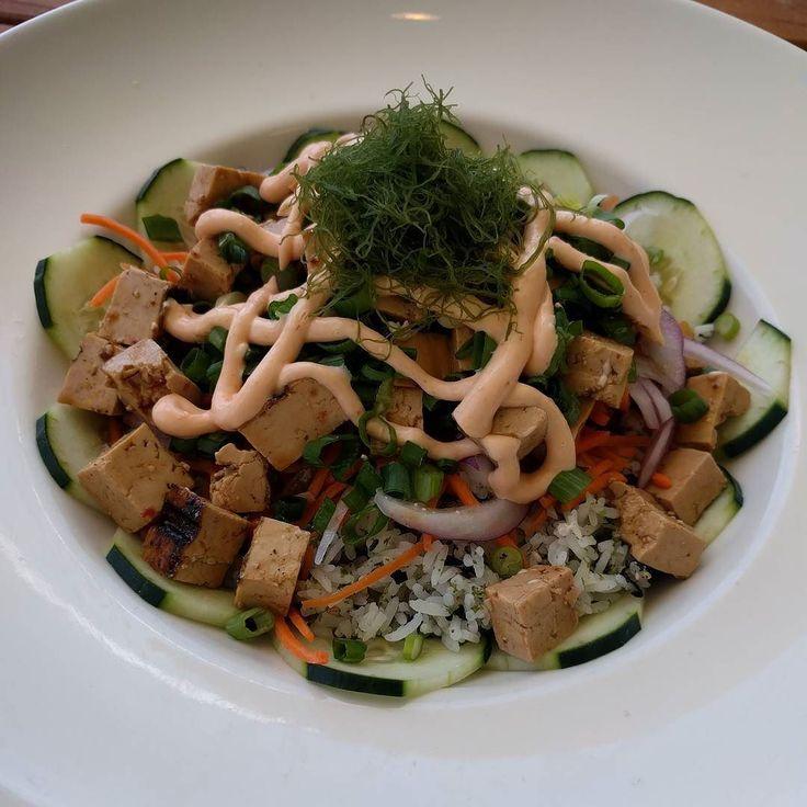 Rice vegetables seaweed vegan mayo and tofu  . . . #heartmade #onlyheartmade #feitocomocoracao #vegan #veganshare #veganfoodshare #foodporn #crueltyfree #veganfood #herbivore #plantbased #eatclean #veganfoodlovers #veganlife #veganism #vegano #vegansofig #bestofvegan #govegan #whatveganseat #wholeplantbased #plantpower #plantstrong #powerofplants #planteater #sanfranciscovegan #vegansanfrancisco #lucasfilmvegan #veganlucasfilm