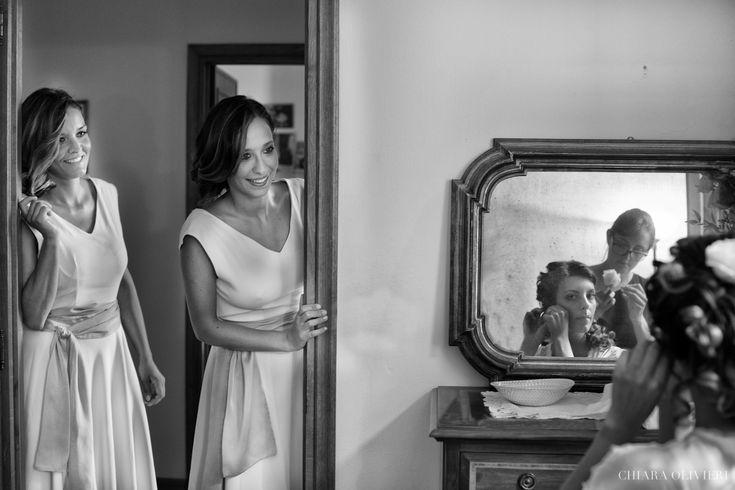 getting ready-sposa allo specchio- preparativi sposa www.scattidamore.it #matrimonio #fotosposa #preparativisposa