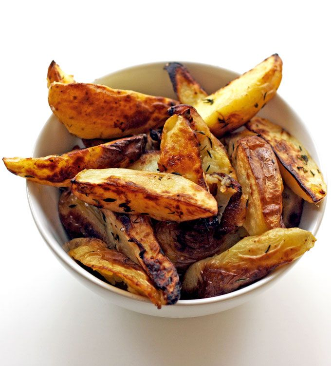Healthy Mediterranean-style potato wedges seasoned with lemon, thyme and garlic!