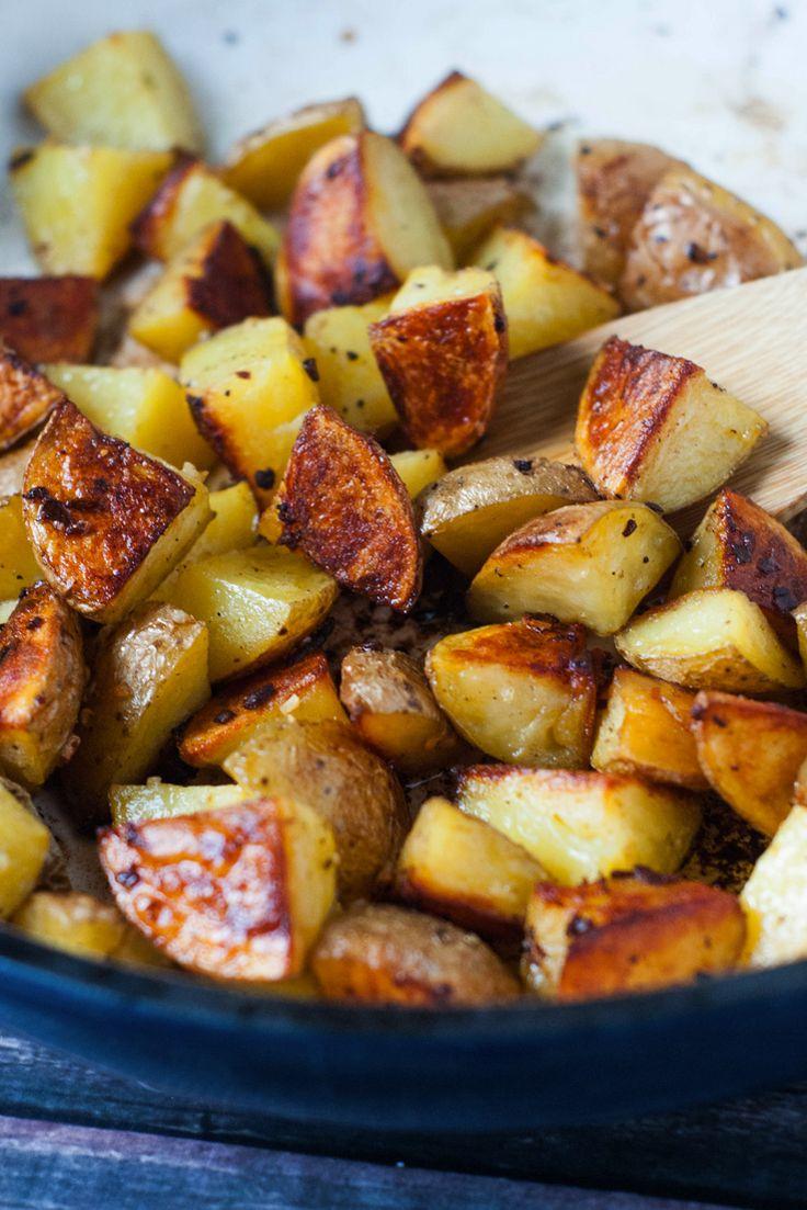 Super Crispy Oven Roasted Garlic Potatoes   heatherlikesfood.com