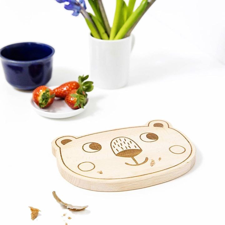 🐻 Bären-Frühstücksbrettchen für einen guten Start in den Tag von JulicaDesign 🐻 Preis: 28,50 € inkl. Versand, gefunden auf Amazon Gibt es hier: http://amzn.to/2ng0NkB #fuerKinder #Holz #Essenmitkind
