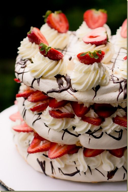 Boccone Dolce - Meringue, Strawberries & Cream