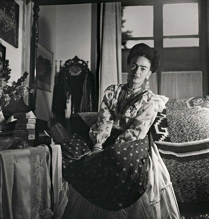 Íntimas y conmovedoras fotos de Frida Kahlo poco antes de su muerte por Gisèle Freund | FURIAMAG | Visibilizamos - Inspiramos - Conectamos