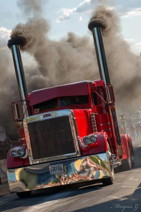 Smokin' red Peterbilt                                                                                                                                                     Mais