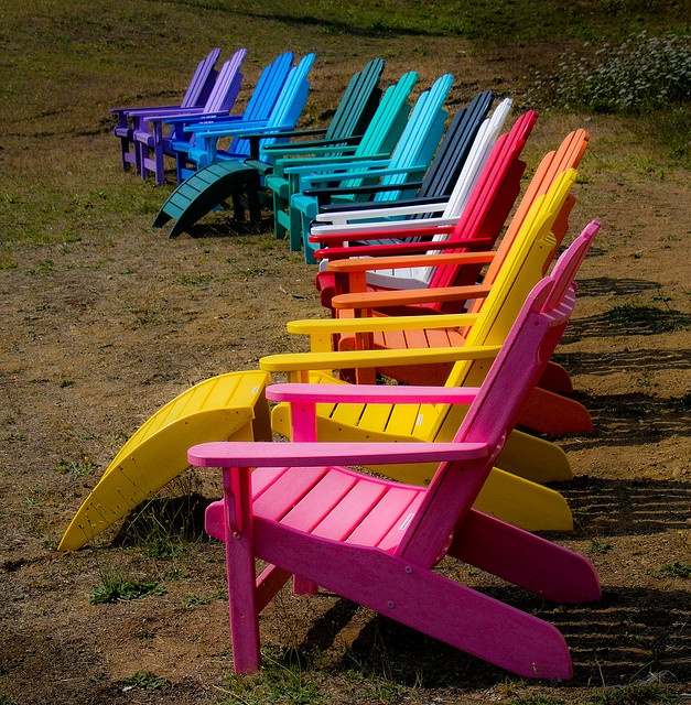 love this little line-up....I'll take the yellow chair, if you please?