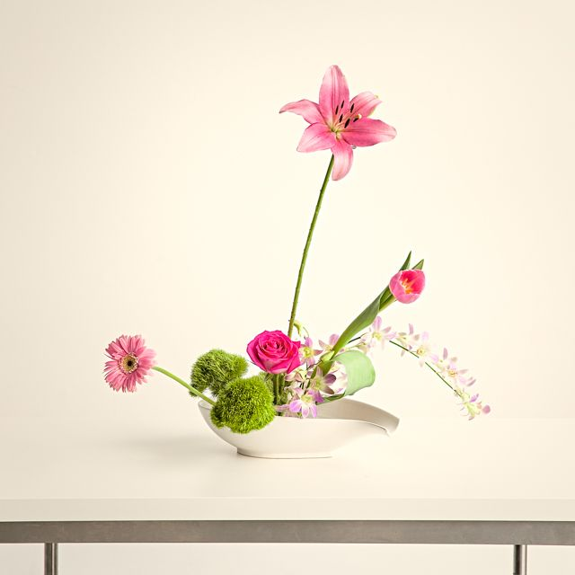 I have started a course in Ikebana/Sogetsu here in Sydney and feel a rising passion for the art of minimalistic flower sculpting.