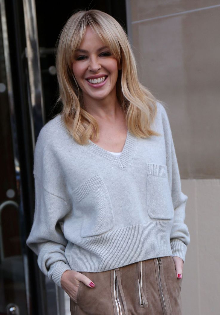 kylie-minogue-leaves-royal-monceau-hotel-in-paris-12-03-2016_1.jpg (1200×1715)