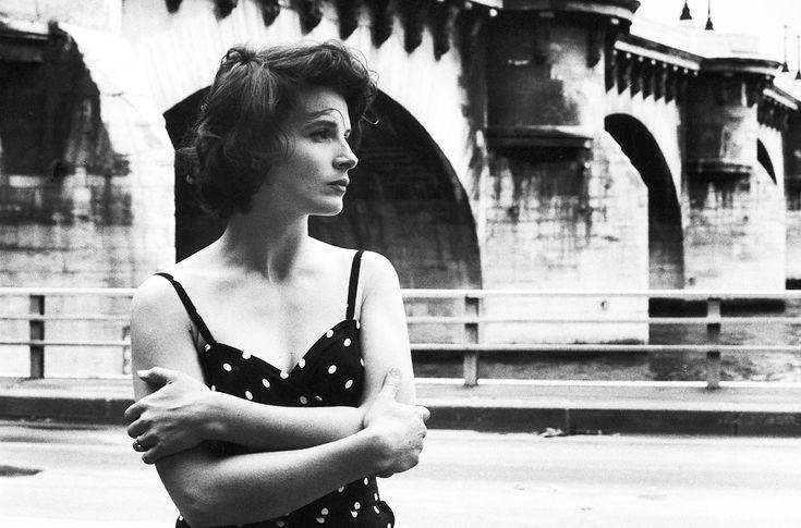 Robert Doisneau // Juliette Binoche, Paris, 1991. ( http://www.gettyimages.co.uk/detail/news-photo/juliette-binoche-news-photo/121514717