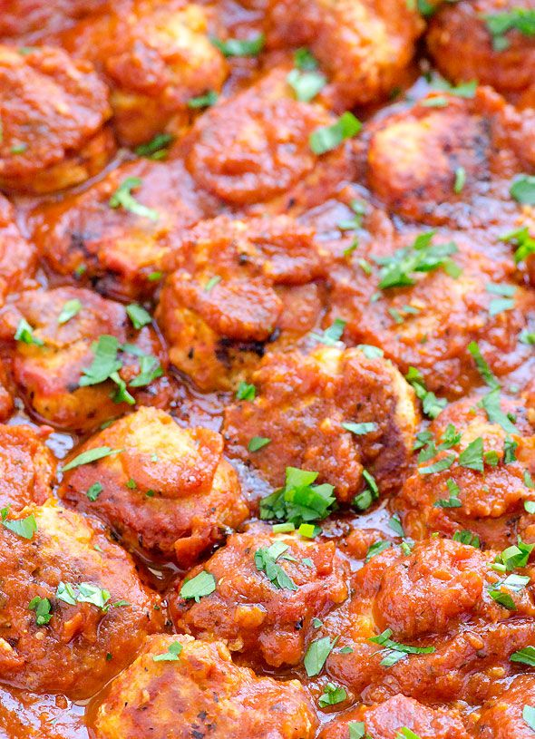 Easy Turkey Meatballs- Delicious, super simple ingredients and with slow cooker option. I even used clean organic jarred pasta sauce to save time. You could make them right now! #cleaneating #crockpot