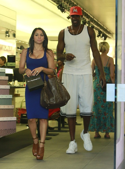Lakers Antawn Jamison & Girlfriend Shopping for Make Up in LA