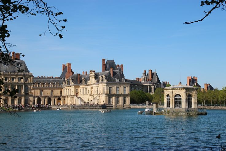 Lake view of Fontainebleau Chateau