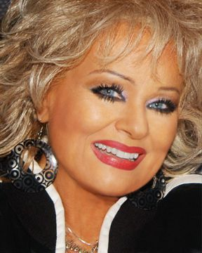 tammy faye bakker...people gave her grief for those lashes but i think she was before her time