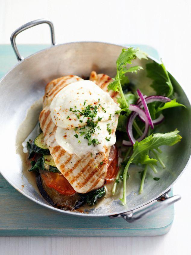 Kiptorentje met aubergine, courgette en mozzarella