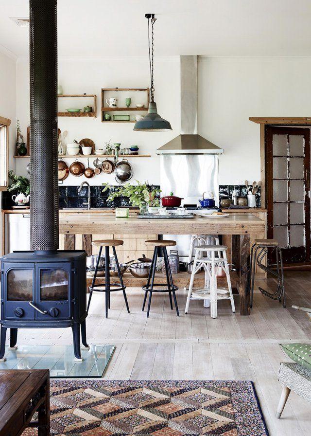 Une cuisine ouverte rustique chic