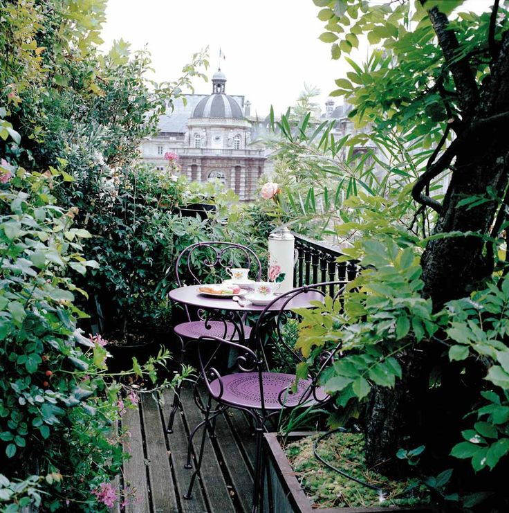 I would love to be here right now. Looks like a perfect spot for tea...