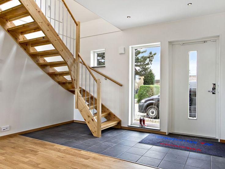 Din hall är det första dina gäster möts av i ditt hem. Skapa en riktigt välkomnande miljö i din entré med hjälp av inspiration från professionella inredare.